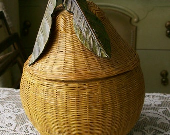 Vintage Pear-Shaped Basket with Lid Woven Bamboo Wood Leaves Natural Home Decor