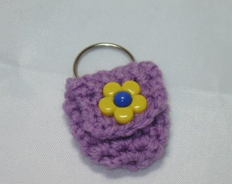 Crochet keychain Coin Cozy, coin holder, coin pouch, mini purse, coin purse, ring holder  - Light Purple with Yellow Flower Button