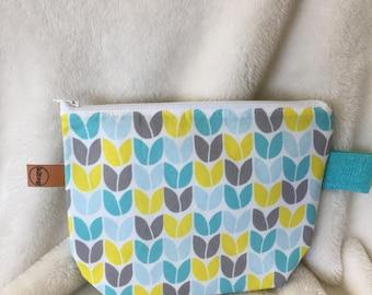 small hand made knitting/crochet/cosmetics knit stitch zippered pouch