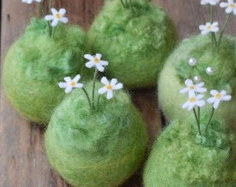 Little Daisies - Small Felted Pincushion