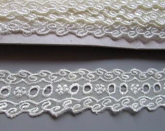 3cm Cream Eyelet Lace top quality x 1 metre
