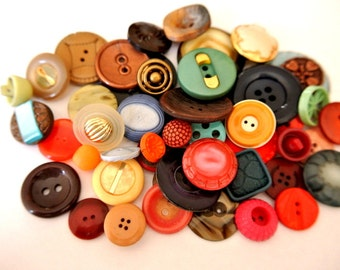 50 Antique and vintage plastic buttons, 50 designs in great price / 1