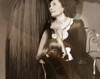 1993 Paramount Picture Adams Family Values Photograph, Production Book Photograph, by Melinda Gordon, Cousin Itt, Margaret and Baby Itt