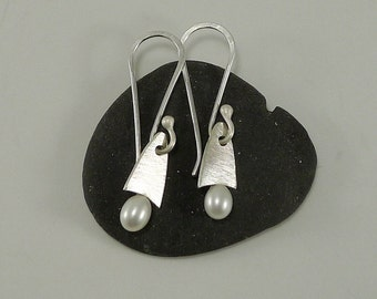 Simple Petite Sterling and Pearl Earring - E2460