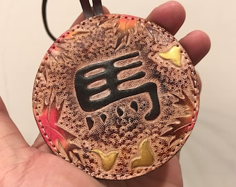 Horse chinese character vegetable tanned leather bagcharm ( Brown )