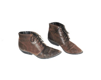 lace up western boots 80s vintage boho brown leather pointy toe cowboy booties size 9
