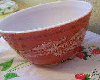 lovely vintage wheat pyrex bowl