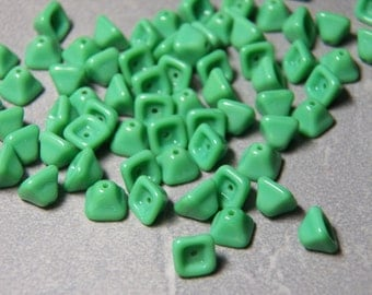 Vintage Opaque Green Pyramid Triangle Glass Beads 5mm (20)