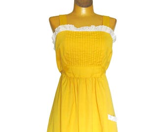1970s Vintage Sundress with Eyelet Lace Trim / Boho Style Peasant Hippie Dress in Sunny Yellow / Cotton / Size 7