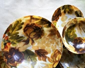 Vintage Fiberglass Salad Bowl Set in Autumn Colors, Fall Leaves, Acorns, Yellow Roses, Autumn Entertaining, Mid Century Dining, Easy Care