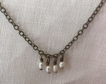 simple chain with tiny dangles - pearl