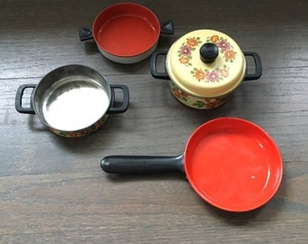 Lot of 4 Children's play cooking pots/pan