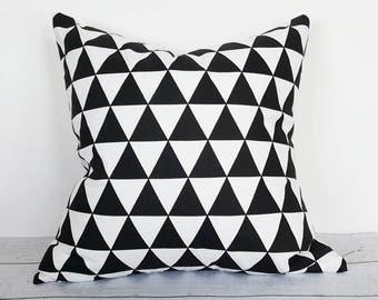 Black White Geometric Pillow Cover, Geometric Cushion, Triangle Pillow, Monochrome Pillow, White Black Modern Pillows, 18x18 20x20 NEW