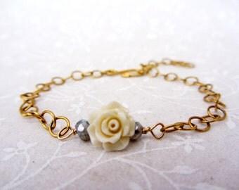 White Flower bracelet,  gold plated bridesmaid bracelet, bohemian gold chain bracelet