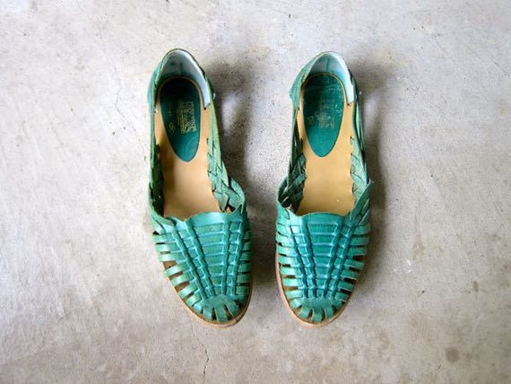 Green Teal Leather Huaraches 80s Slip On Moccasins Boho Sandals Vintage India Summer Natural Flats Woven Sandals Hippie Womens size 9