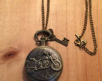 Vintage Antique Victorian Style Motorcycle Biker Pocket Watch with 2 Keys Bronze Chain Necklace