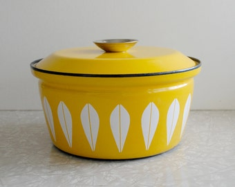 cathrineholm yellow lotus 2-quart casserole pot, catherine holm of norway enamelware dish, rare iconic midcentury modern design, collectible