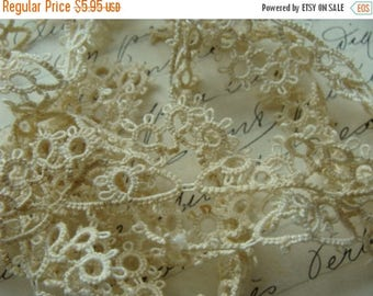 ON SALE Antique Tatted Lace One Yard and 5 Inches N08