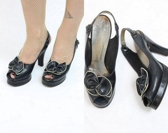 40s Shoes Platforms Size 5 / 1940s Vintage Peep Toe /  In the Navy Slingback Pumps