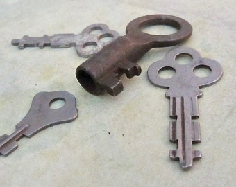 Vintage old keys- Steampunk - Altered art N81