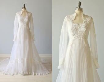 Vintage 1970s Long Sleeve Lace Wedding Dress / Vintage 70s Wedding Gown / Boho