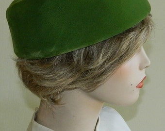 Size 23 50s 60s Green Velvet Pillbox Hat Irish Green Jackie O Mad Men
