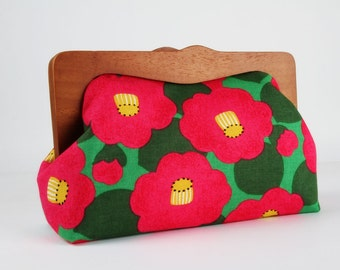 Clutch purse with wooden frame - Cherry blossom on green - Cosmetic purse / Japanese fabric / Big pink flowers / Yellow black green