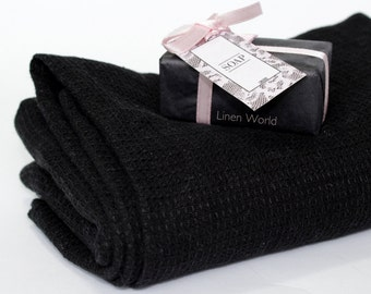 Black LINEN Bath Towel in Waffle Weave | 100% Linen Flax Mens Towel | Boho Gift for him husband boyfriend | Black Bathroom Linens #EtsyGifts