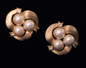 Vintage TRIFARI Pearl & Crystal Rhinestone Earrings