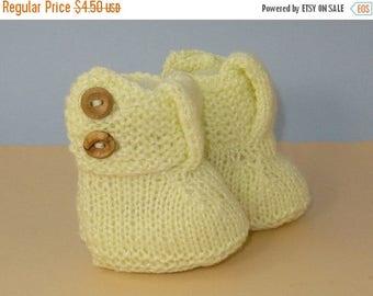 50% OFF SALE Digital pdf download knitting pattern - Easy Baby Big T Bar 2 Button Booties knitting pattern pdf download