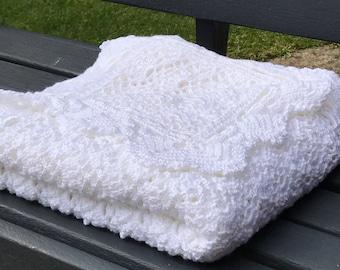 Crochet blanket. baby shawl. White.