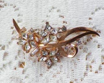 Vintage Gold Tone Clear Rhinestone Flower Spray Brooch / Pin / Broach, Rhinestones, Flowers / Floral, Vintage Bride / Bridal