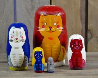 Handmade Matryoshka Russian nesting dolls - 5 pieces - Folk art - Famous Babushcats - primary colors