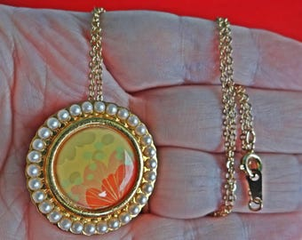 "AVON signed Vintage 18"" gold tone necklace w 1.5"" flower cameo pendant/brooch in great condition, appears unworn"