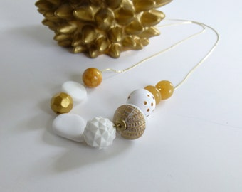 Tupelo Honey / Vintage Lucite Bead Necklace / White / Gold / Minimal
