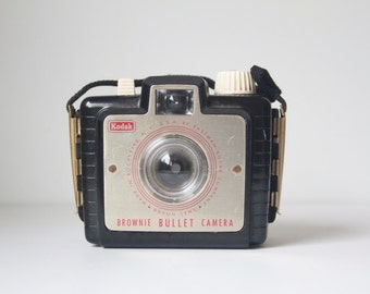 Vintage Camera, Working Brownie Bullet, Little Camera, Mid Century Modern, Stocking Stuffer, Little Something, Under 20