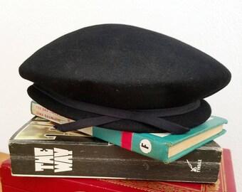 Vintage 1960s Black bow Beret Hat