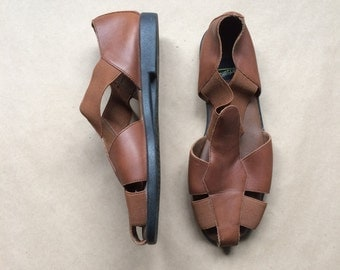 WEEKEND SALE ! intage 90's strappy sandal / cut out leather t strap / 1990's minimalism / brown shoes / womens 6.5 / flats
