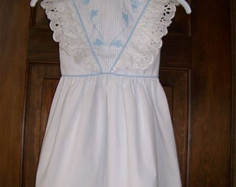 Vintage Girls Summer Dress - Size 5 - 1980s - Flower Girl Dress - White with Light Blue Trim, Embroidered Flowers & Lace - Alyssa Brand