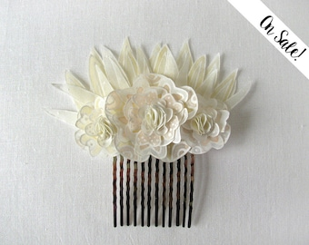 Ivory white champagne hair brooch / decorative comb - Three ivory hand painted silk flowers - ***Item on sale*** Previous price : 34.50 EUR