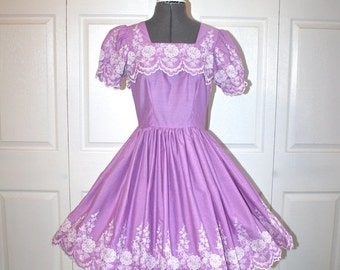 SALE 1950s 60s Square Dance Dress . Vintage 50s 60s Lavender Purple Embroidered Full Circle Skirt Fitted Waist Dress . Sz Small- 4