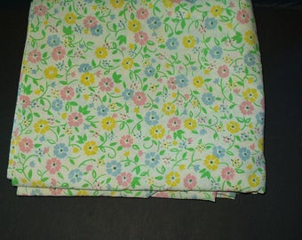 Sears Roebuck Vintage Bedding Full Flat Sheet Percal  Retro Decor Floral Print 3172 Reclaimed Quilting Sewing Crafting Fabric