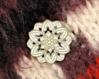 Metal Buttons - Dahlia Brass White Patina Metal Shank Buttons - 0.83 inch - 6 pcs
