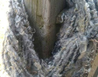 Handspun Yarn / Lock Spun / Extra Thick / Chunky / Art Yarn / Felting Yarn / Doll Hair / Felting Yarn / Weaving / Crochet / Knit / (3031)