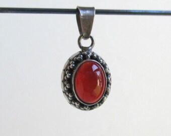 925 Sterling Silver & Carnelian Pendant - Decorative Setting