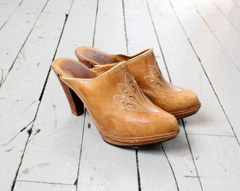 Wooden Clogs 7 • Vintage Clogs • 70s Clogs • High Heel Mules • Leather Clogs • Leather Mules • Wood Clogs • 70s Shoes • Boho Shoes | SH301