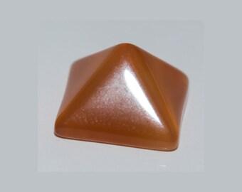 CARNELIAN  (33253) +++ Pyramid Cut Cab 11.5mm Carnelian - Flat Backed - Cab / Cabochon