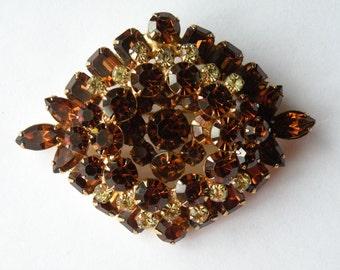 Rhombus shape topaz jonquil yellow rhinestone layered brooch. Gold plated.