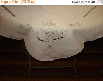 Stunning 1950's Hand EMBROIDERED Off White Linen Vintage Tablecloth and 3 Matching Napkins - Treasury Item