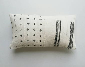 White African Mudcloth Lumbar Pillow Cover - White and Black Tribal Pillows - Ethnic Textiles - Earthy Bohemian